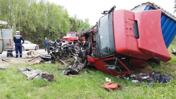 В Ярославской области в ДТП с фурой погибли два человека