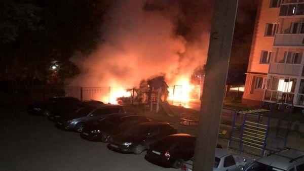 В Ярославле сгорели две легковушки