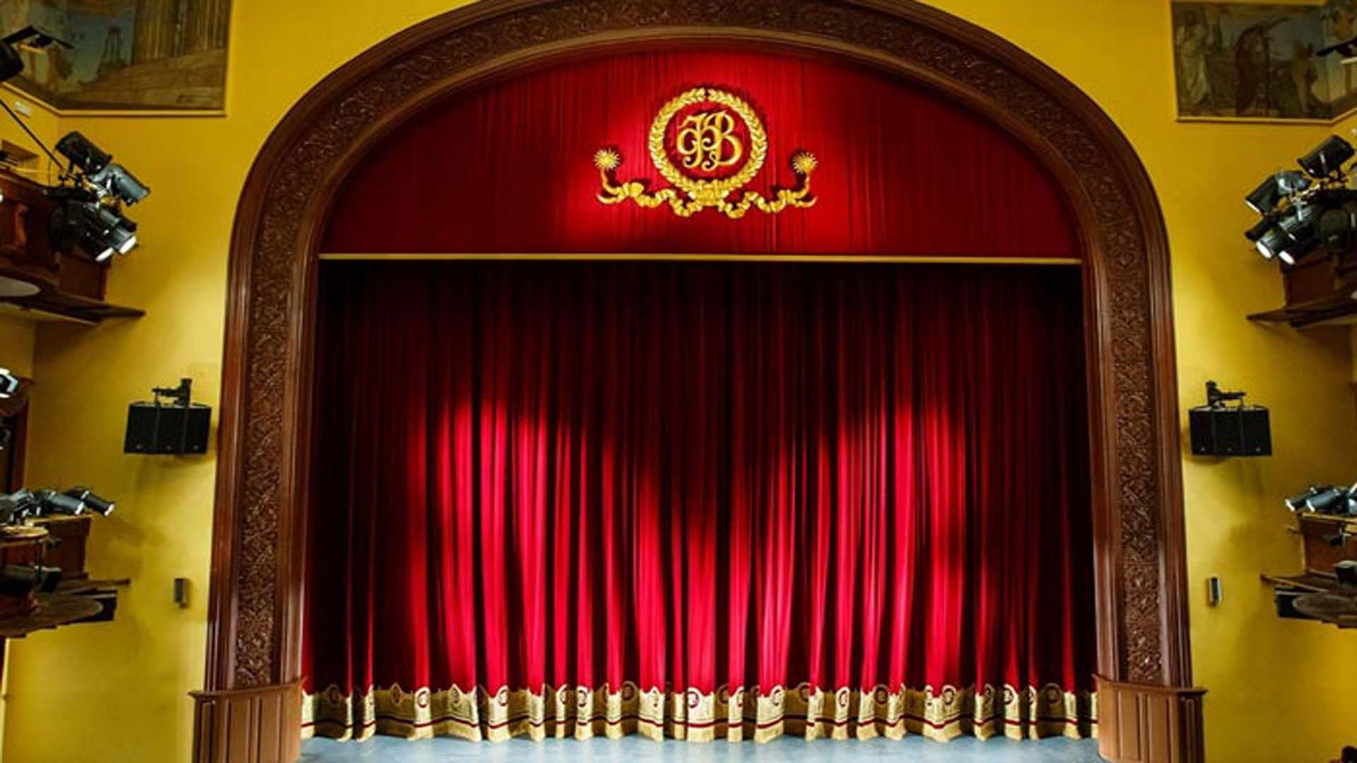Волковский театр перенёс открытие сезона, а труппа отправилась на самоизоляцию