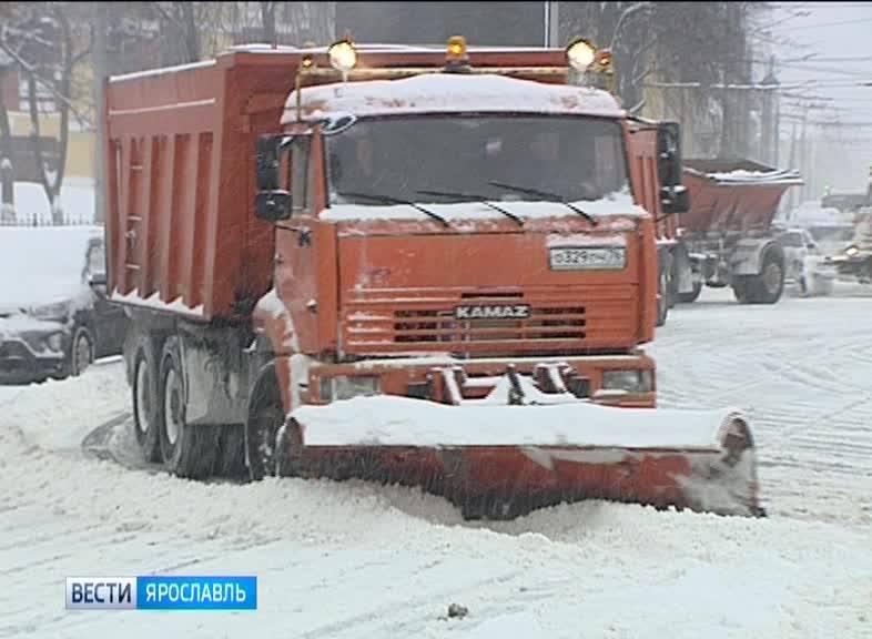 Коммунальные службы города устраняют последствия снегопада