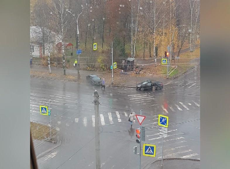 Лихач на дороге, необычный наряд и искры из-под ковша: что обсуждают ярославцы, узнали «Вести»