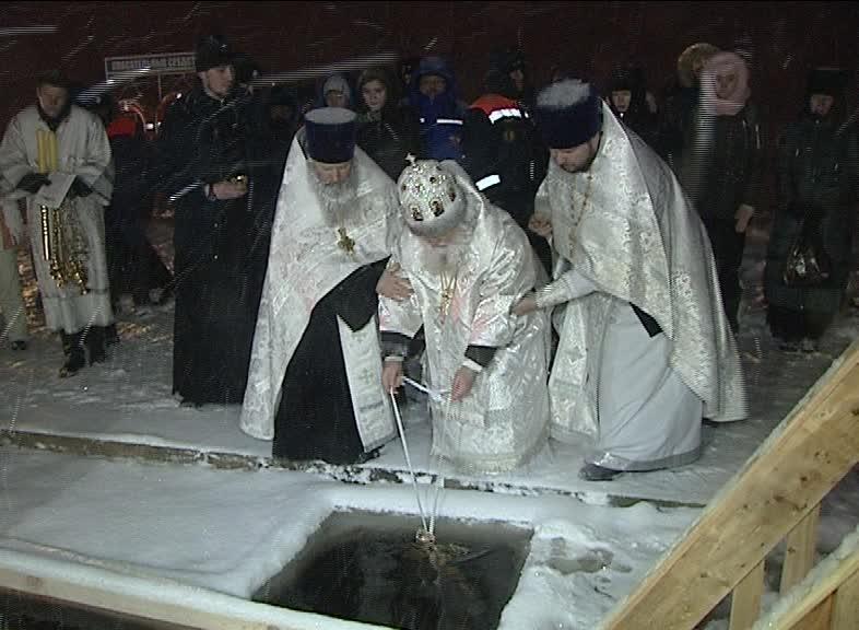 В крещенские проруби окунулись 6 тысяч жителей региона