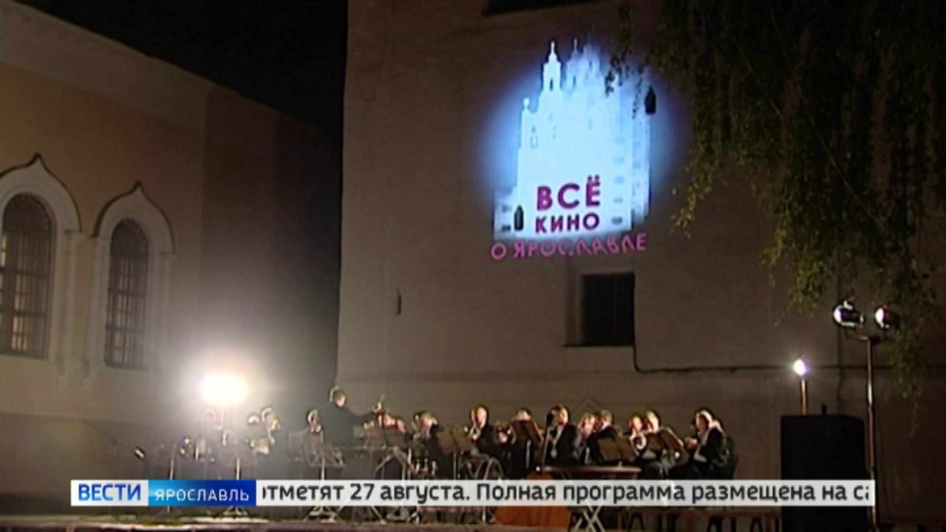 Автокинотеатр под открытым небом собрал около 80 машин в Екатеринбурге