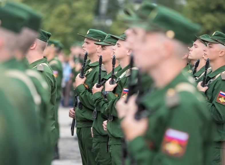 Новобранцы Семеновского полка из Ярославской области приняли присягу у стен Музея Победы